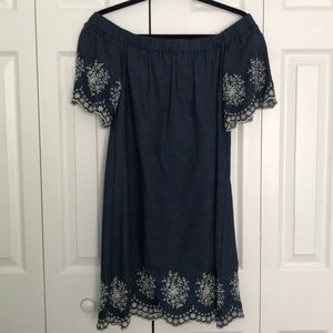 Jean off the shoulders dress with embroidery